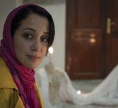 Khadija mira al futuro de la mujer musulmana con esperanza.