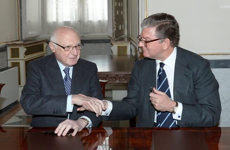 El acuerdo ha sido firmado en el Palacio Real por el presidente de Patrimonio Nacional, Alfredo Pérez de Armiñán, y el presidente del Real Patronato del Museo del Prado, José Pedro Pérez-Llorca.