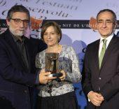 Jaume Plensa recogiendo el  del Premio Atlántida del Gremi d'Editors de Catalunya.