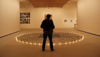 Vista de la exposición Looking at the world around you. Contemporary works from Qatar Museums. Sala de Arte Santander. Foto: Luis Martín.