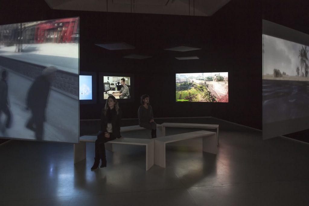 Harun Farocki | ParallelI-IV_en Galería Thaddaeus Ropac París © Phillippe Servent | 2012-2014.