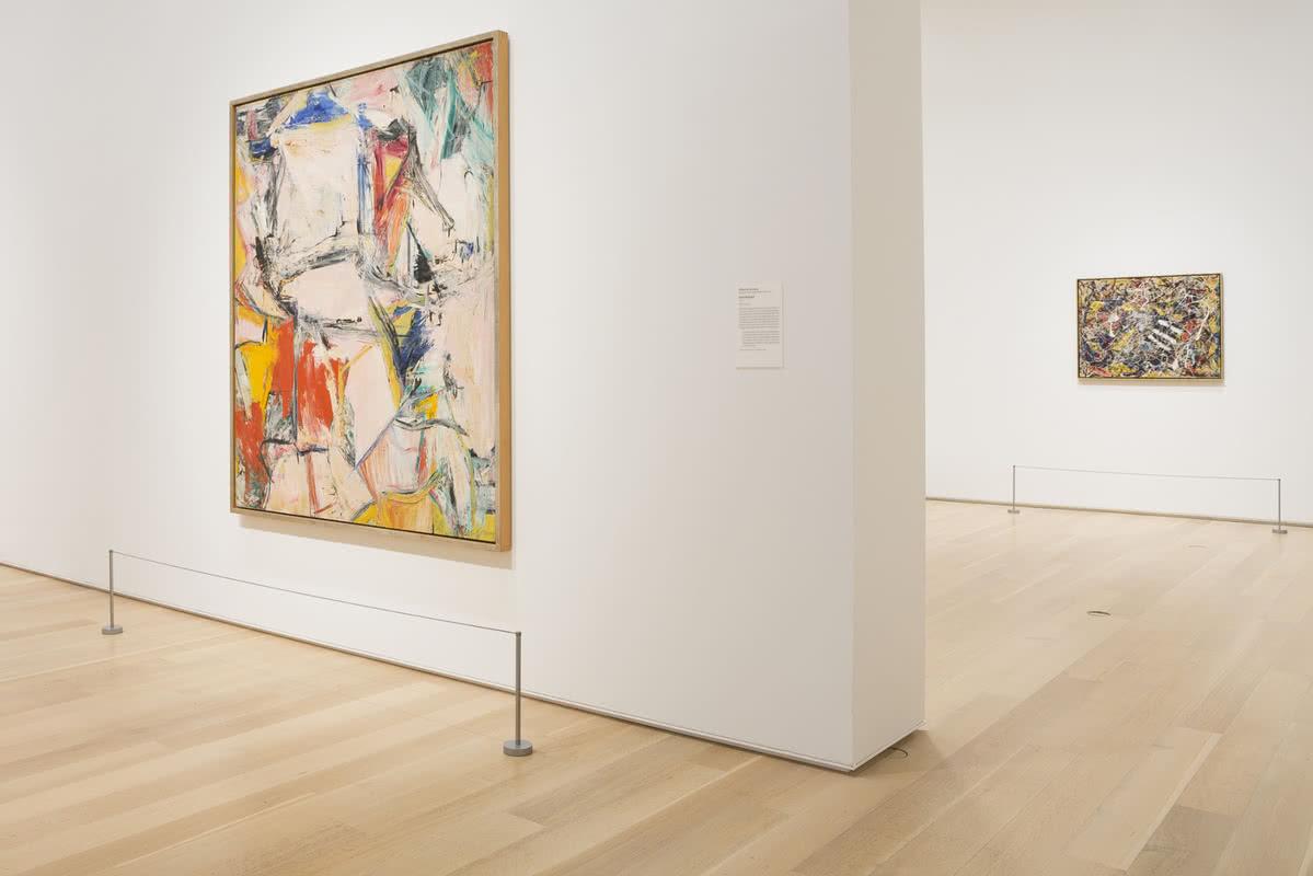 En primer plano, 'Interchange', de De Kooning. Detrás, 'Number 17A', de Pollock, en su sala en el Instituto de Arte de Chicago.