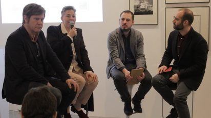 Los artistas Mikel Eskauriaza, Johanna Calle y Oriol Vilanova junto con el comisario Javier Hontoria durante la presentación de 'Año 35'. Foto: Luis Martín.