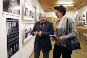 La directora de la Oficina de Cultura y Turismo de la Comunidad de Madrid, Anunciada Fernández de Córdova, junto al subdirector general de Archivos, Antonio González Quintana.