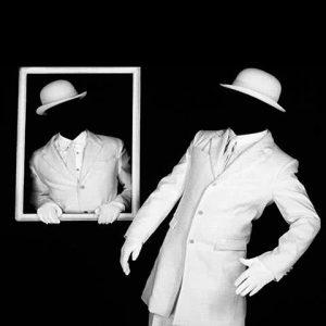 Chapeaux Blancs.