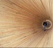 Cildo Meireles. Entrevendo. 1970-1994 (2013). Fusta, ventilador amb calefactor, gel i congelador. 200-300 cm de diàmetre x 900 cm de longitud. Col•lecció MACBA. Fundació MACBA. Col•lecció Fundación Repsol. © Cildo Meireles, 2016. Foto: Ben Blackwell.