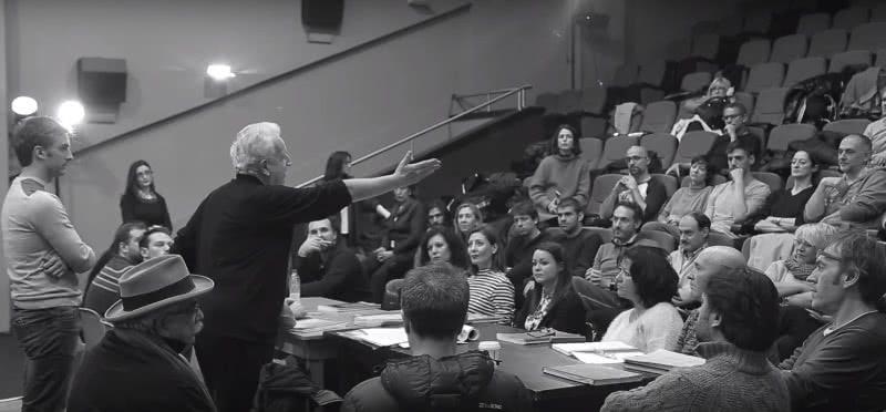 José Carlos Plaza en el primer ensayo de 'Juan José', en el que sus dos directores se reúnen con todo el elenco.