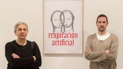 Dora García y Peio Aguirre en la presentación de Respiración artificial. Performance. Eco oscuro en el IVAM.