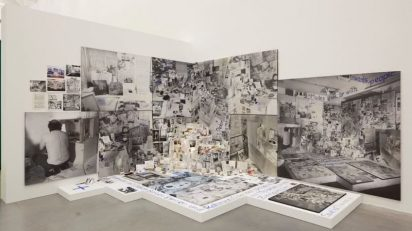 Anna Oppermann. 'Sucedáneo de problema a través del ejemplo de las habas', 1968-1997. Instalación. Fotografía Nils Klinger. Cortesía de la artista y Galerie Barbara Thumm, Berlin y CA2M.