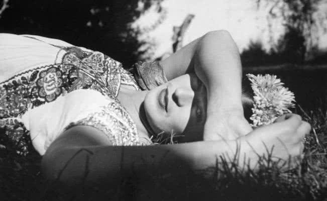 Frida Kahlo. Fotografía de Leo Matiz en La Casa Azul.