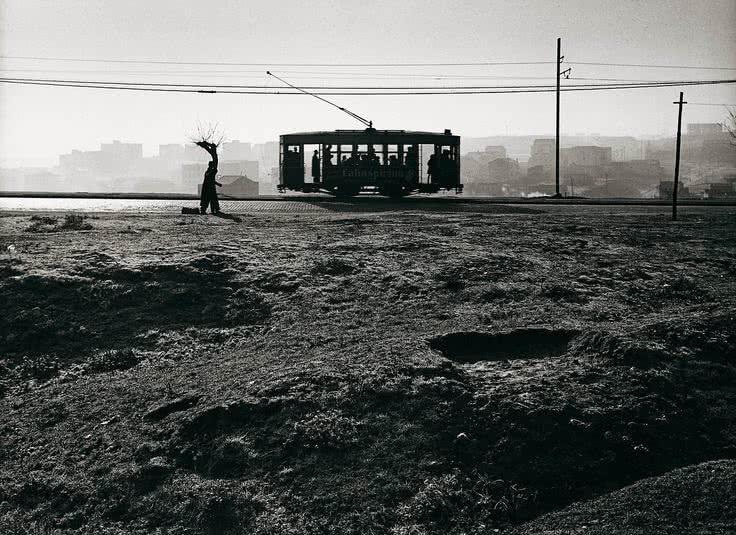 'Tranvía en el paseo de Extremadura', Madrid, 1959. © Archivo Paco Gómez / Fundació Foto Colectania.