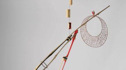 MOISÈS VILLÈLIA. Móvil, 1986. Bambú pintado, alambre e hilo lacado. 186 x 166 x 166 cm.