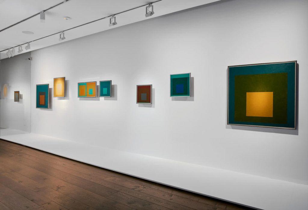 Vista de la exposición de Josef Albers en la Galería Cayón.