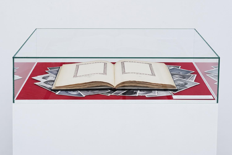 Haris Epaminonda / Daniel Gustav Cramer. The Infinite Library. (Libro #29), 2007 - en proceso.