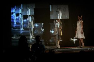 "Joan Jonas, ""Reading Dante"", performance at MACBA, Barcelona, Spain, 2007. Foto de Jaunchi Pegoraro."