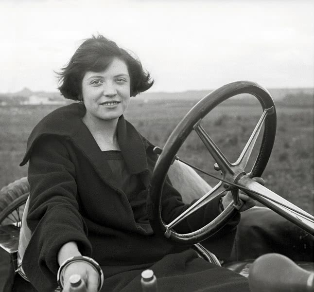 Nicolás Viñuales Viñuales. Pilar Lasaosa, Ca.1924-1927. Archivo Viñuales.