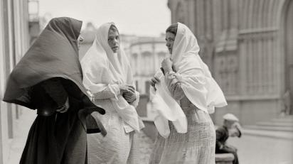 António Passaporte, Tipos canarios. Salida de misa. Arucas (Gran Canaria), 1931.