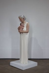 SAM JINKS. Woman and Child (Mujer con niño). 2010. Técnica mixta. 145x40x40 cm. Edición de 3. © Sam Jinks. Courtesy of the artist and Sullivan+Strumpf, Sydney, and the Institute for Cultural Exchange, Tübingen.