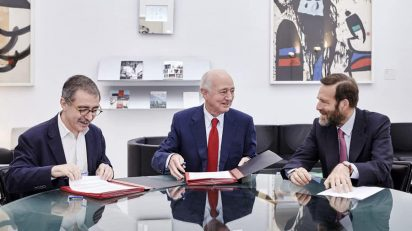 El director del Museo Reina Sofía, Manuel Borja-Villel, el vicepresidente ejecutivo de Fundación Telefónica, Emilio Gilolmo, y el presidente del Patronato del Reina Sofía, Guillermo de la Dehesa.