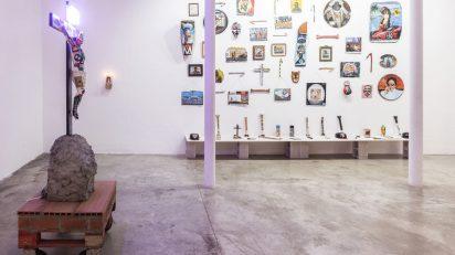 Rorro Berjano. Vista de la exposición Santos, difuntos, dieux et fétiches. Delimbo Gallery, Sevilla.