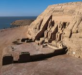 Genf Henri Stierlin. The temple of Abu Simbel, which lies north of Aswan.