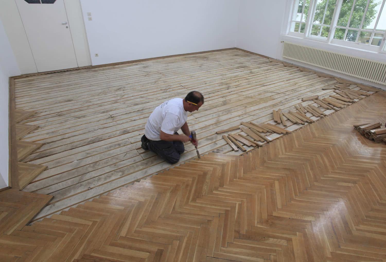 Lara Almarcegui. Retirar el suelo de parquet (Secesión Viena, 2010).