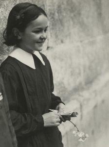 Marianne Breslauer. Schoolgirl, Girona 1933.