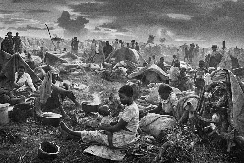 Sebastião Salgado. Rwandan refugee camp of Benako. Tanzania. 1994.