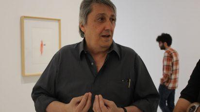El artista Waltercio Caldas en su exposición Dibujos y más.... Galería Elvira González. Foto: Luis Martín.