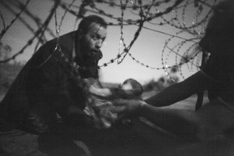 Warren Richardson. Esperanza para una nueva vida, 28 de agosto. Frontera Serbia/Hungría.