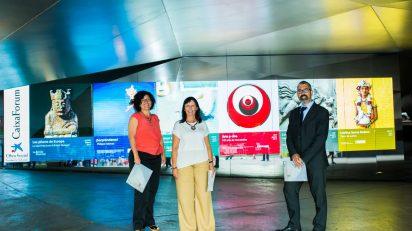 """La directora de CaixaForum Madrid, Isabel Fuentes; la directora general adjunta de la Fundación Bancaria """"la Caixa"""", Elisa Durán, y el director del Área de Cultura de la Fundación Bancaria """"la Caixa"""", Ignasi Miró."""