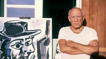 Roberto Otero Photographic Archive. PICASSO NEXT TO THE PAINTER (1964). Notre-Dame-de-Vie, Mougins, 1964.