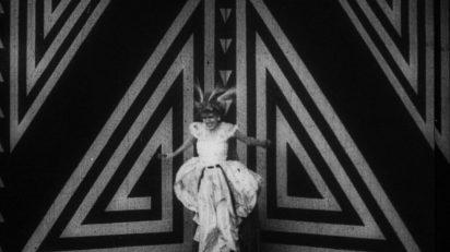 Fotograma de la película de Anton Giulio Bragaglia Thaïs o Perfido canto, 1917. Fondazione Cinetaca Italiana, Milano.