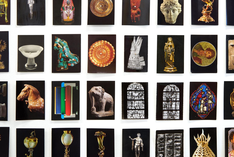 """ORIOL VILANOVA. """"Todo y nada"""", 2016. Colección de postales. Detalle instalación en M Museum Leuven, Bélgica. Fotografías de Dirk Pauwels."""