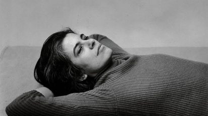 Peter Hujar, Susan Sontag, 1975. The Morgan Library & Museum, The Peter Hujar Collection. Adquirida gracias a The Charina Endowment Fund, 2013.108:1.4. © The Peter Hujar Archive, LLC. Cortesía de Pace/MacGill Gallery, Nueva York, y Fraenkel Gallery, San Francisco.