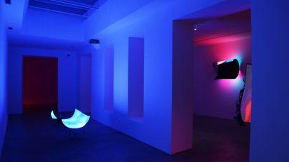 Daniel Canogar. Vista parcial de la exposición en la Galería Max Extrella.