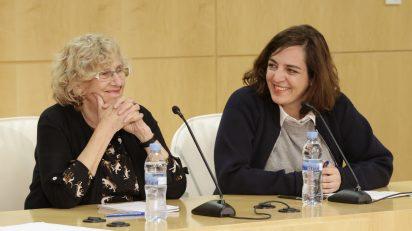 Manuel Carmena y Celia Mayer durante el anuncio de la reestructuración municipal.