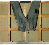 Antoni Tàpies. Pantalones sobre bastidor, 1971. Col·lecció Fundació Antoni Tàpies, Barcelona.