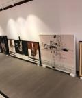 Preparativos de 'Millares. Construyendo puentes, no muros' en la Galería Mayoral de Barcelona.