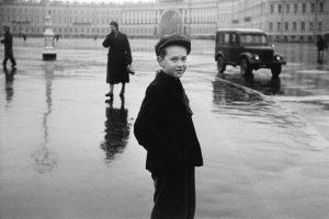 Duane Michals. Boy in Leningrad (Chico en Leningrado), 1958.