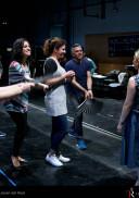 Laurent Pelly, durante los ensayos de escena de la ópera, en la sala de puesta en escena. Fotógrafo: © Javier del Real | Teatro Real.