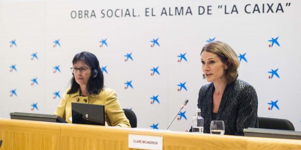 """Elisa Durán, director general adjunta de la Fundación Bancaria """"la Caixa"""", y Clare McAndrew, fundadora y directora general de Arts Economics, durante la presentación del informe El mercado español del arte en 2017."""
