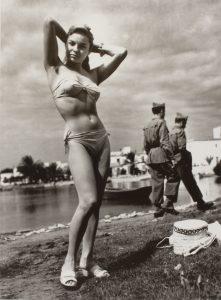 Oriol Maspons. Monique, primer biquini de Ibiza, 1954. VEGAP, Barcelona, 2019.