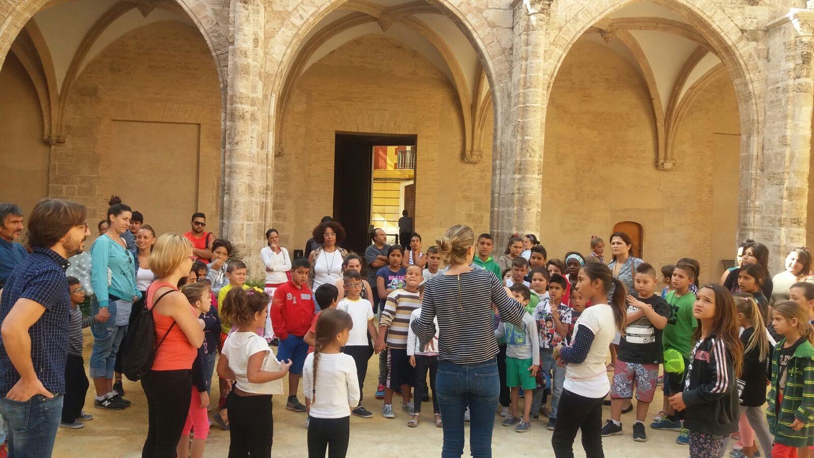 Visitantes en el Centre del Carme Cultura Contemporània.