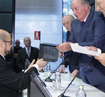 El Rey Don Juan Carlos entrega el III Premio de Derecho del Arte a Antoni Rubí.