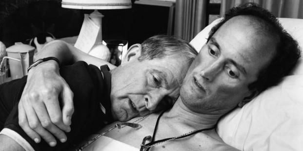 Nicholas Nixon. El Dr. Robert Sappenfield con su hijo, 1988 (copia de 2005).