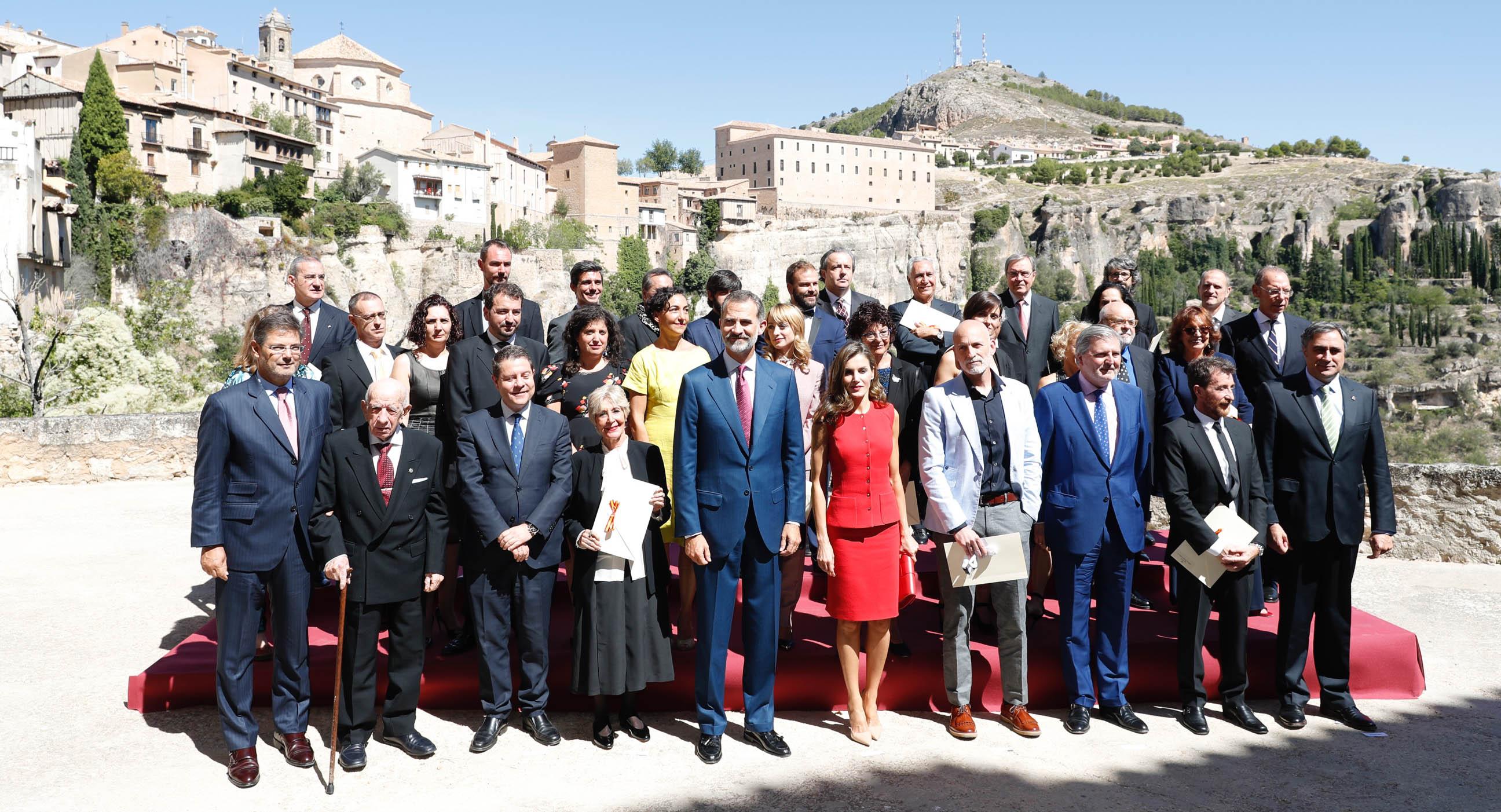 Los Reyes han hecho entrega hoy en la Catedral de Cuenca de los Premios Nacionales 2016, galardones con los que el Ministerio de Educación, Cultura y Deporte distingue a personalidades del mundo de la Cultura.