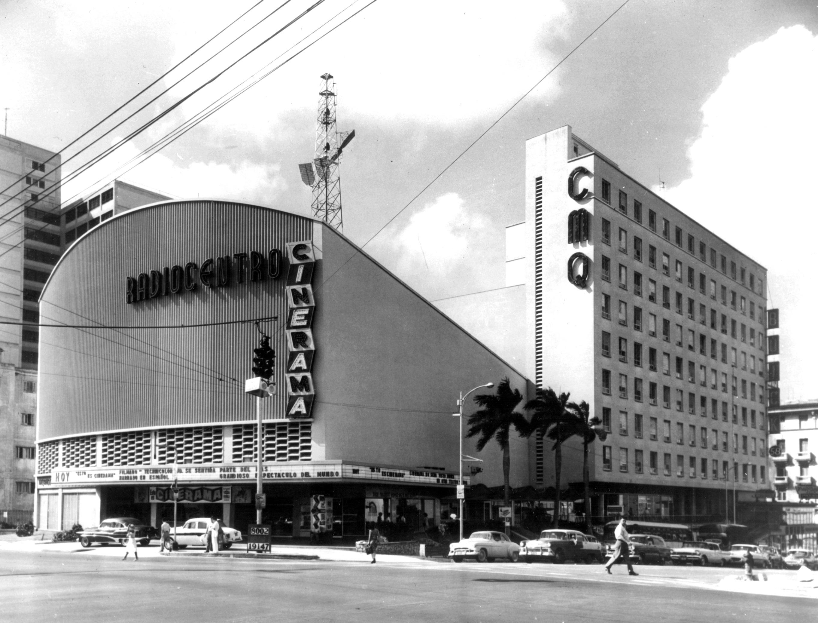 Emilio del Junco, Martín Domínguez y Miguel Gastón. Edificio Radiocentro. La Habana, 1948. Archivo Martín Domínguez Esteban. Foto: Cooperativa Fotográfica.