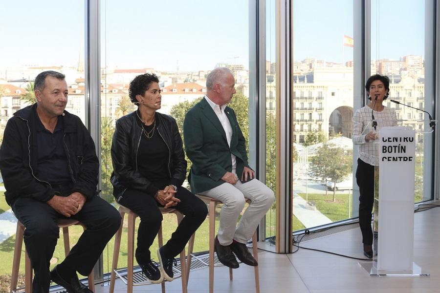 De izquierda a derecha: Vicente Todolí, Julie Mehretu, Benjamin Weil y Paloma Botín. Foto: Belén de Benito.