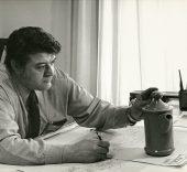 Luis Fumanal Otazo en su despacho en la fábrica de loza de San Claudio hacia 1974. Archivo familiar.